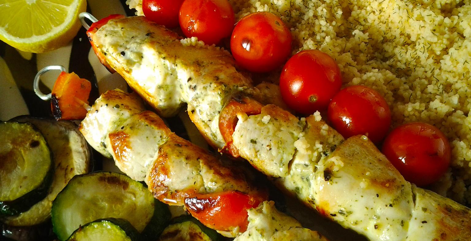 Pinchos de pollo a las finas hierbas moderfit - Como preparar pinchos de pollo ...